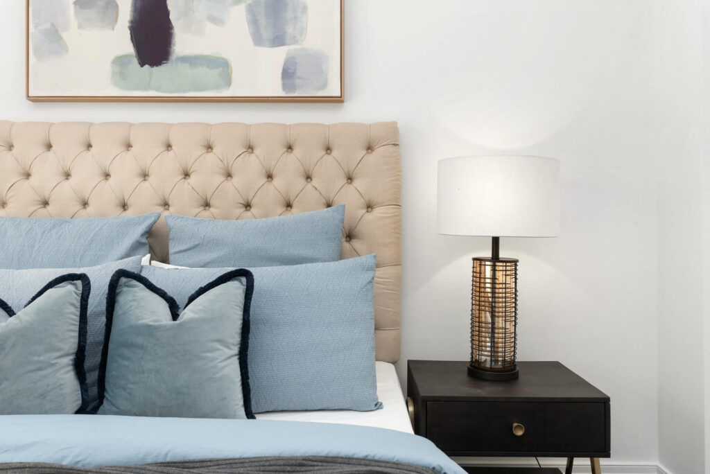Picture of sidetable aside bed