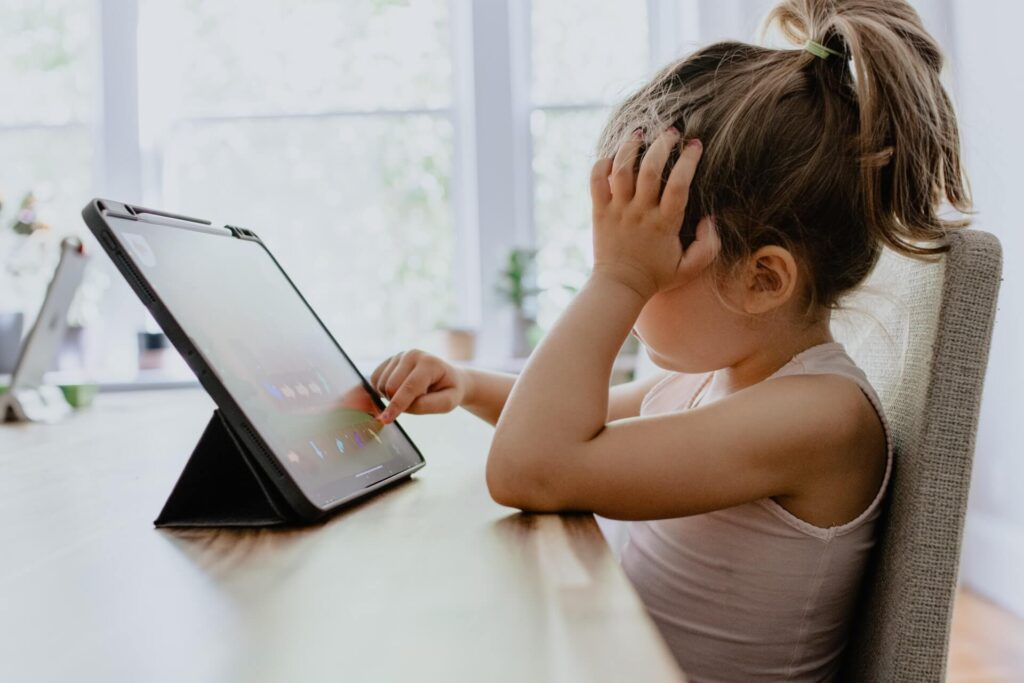 Picture of Kid using Screen